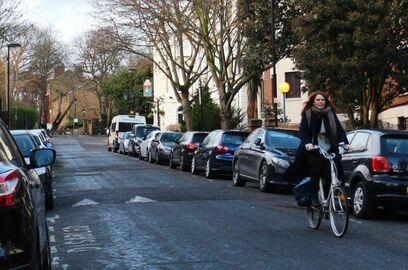 Saskia cycling in Canonbury 1024x657