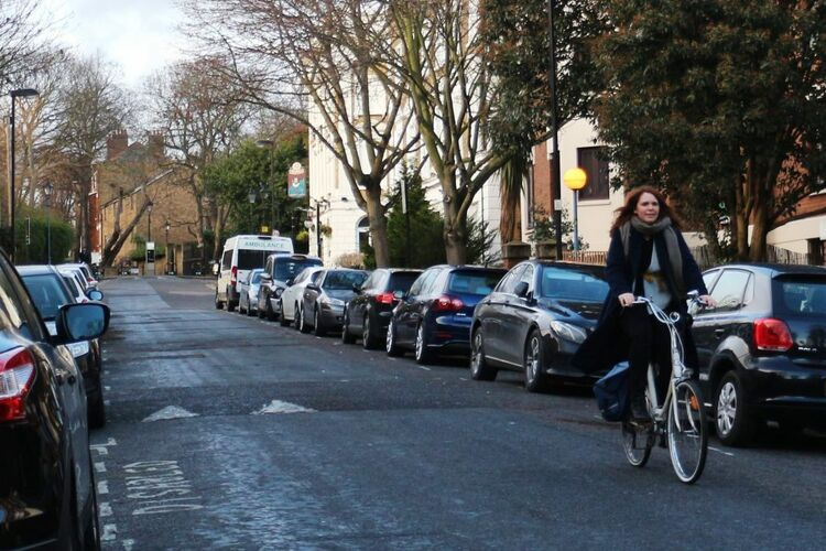 Saskia cycling in Canonbury 1024x657
